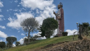 Der heilige Petrus thront über der Stadt