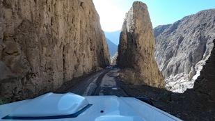 ...führen zwischen den Felsen hindurch
