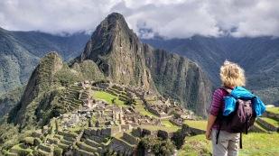 Der Wayna Picchu thront majestätisch über der Anlage