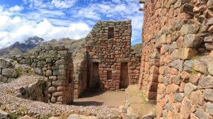 ...mit gut erhaltenen Mauern