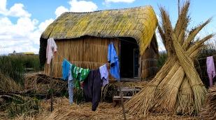 Einfache Hütten aus Todora-Schilf
