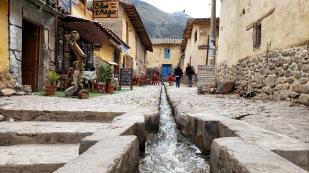 ...plätschernden Bewässerungskanälen