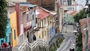 Auch einige farbenfrohe Häuser gibt es.