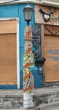 Kunstvolle Straßenlaternen auf dem Cerro Bellavista