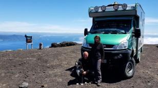 Sandra, Andreas und Luke sind mit ihrem Iveco seit Juni 2016 unterwegs. Gestartet sind sie ebenfalls in Halifax. Wir haben die Drei das erste Mal kurz in La Serena getroffen und nun am Vulkan Osorno. http://www.points-of-compass.de/