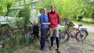 Claudia und Daniel aus Leipzig treffen wir in El Calafate. Sie sind seit April 2017 mit ihren Fahrrädern unterwegs. Gestartet sind sie im Iran, weiter ging es auf einem Teil der Seidenstraße, anschließend nach Kanada und den USA und nun sind sie in Südamerika unterwegs. Eine wirklich tolle Leistung! http://machaon-lights.com/
