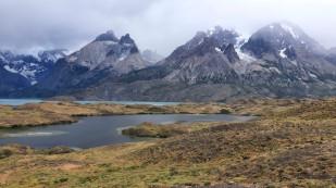 "Erster Blick zu den Cuernos del Paine, den ""Hörnern"""