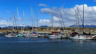 Auch kleinere Boote liegen hier.