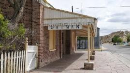 ...im ehemaligen Bahnhofsgebäude...