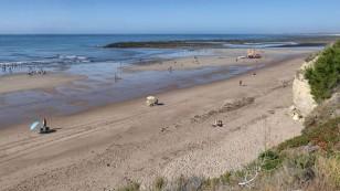 ...der Strand fast leer.