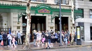 Café Tortoni, das älteste Café der Stadt
