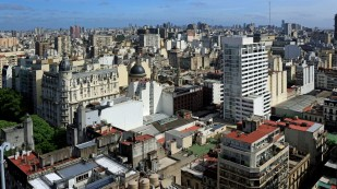 ...mit alten und neueren Gebäuden