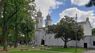 ...zur Iglesia Matriz