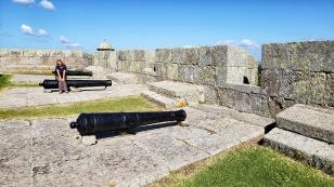...und die dicken Festungsmauern. zu sehen.